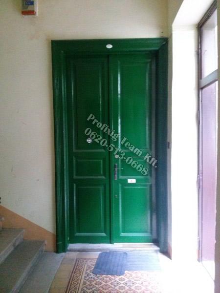 régi társasházi ajtó