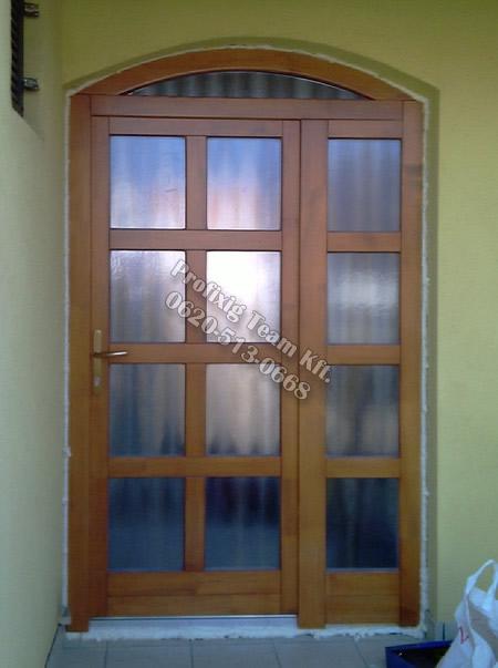 Íves fa bejárati ajtócsere családi házban