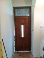 feső ablakos bejárati ajtó