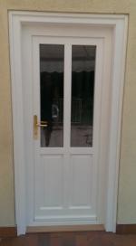 Félig üveges ajtó