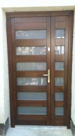 Kétszárnyú üveges ajtó