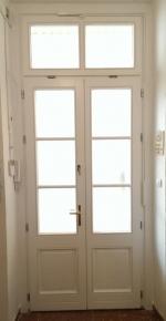 Távnyitós fehér bejárati ajtó