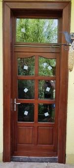 Kültéri fa bejárati ajtó üveges