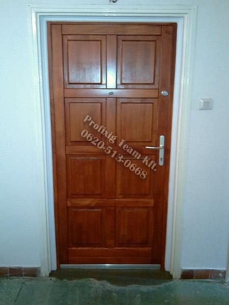 panel lakás fa bejárati ajtó