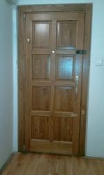 8 kazettás fa bejárati ajtó panellakásban
