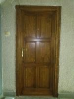 dió színű ajtó