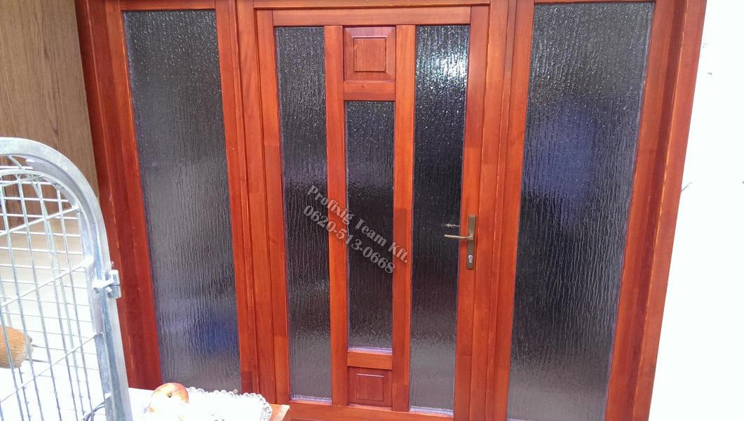 Családi ház ajtóbeépítés fix oldalelemekkel