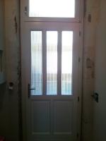Fehér bejárati ajtó