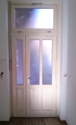 Távnyitós fa ajtó