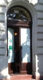 Starbuxs ajtó beépítés